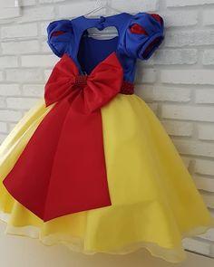 Nenhuma descrição de foto disponível. Disney Dresses For Girls, Girls Dresses, Princess Birthday Party Decorations, Disney Princess Babies, Princess Tutu Dresses, Snow White Birthday, Party Wear Lehenga, Bday Girl, Event Dresses