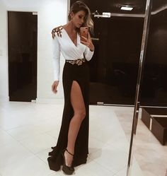 @decoresaltoalto | vestido longo preto e branco com manga longa e fenda lateral para festa
