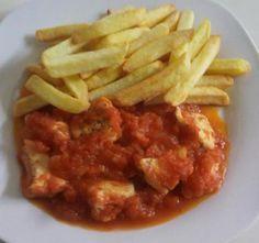 PECHUGA DE POLLO AL VAPOR CON SALSA DE TOMATE Beef, Club, Chicken, Food, Tomato Sauce, Sauces, Cooking, Steamed Chicken, Essen