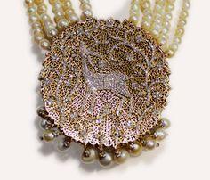 Pearl and Diamond Gold Necklace Indian Jewelry Earrings, Fancy Jewellery, Fine Jewelry, Ethnic Jewelry, Diamond Pendant, Diamond Jewelry, Diamond Design, Jewelry Branding, Wedding Jewelry