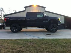 2007 GMC Sierra *this thing is smmmoooooking! My guy owns one the same make an model an year as this! Definitely better with him in it! Lifted Chevy Trucks, Gmc Trucks, Diesel Trucks, Gmc 2500, Gmc Sierra 2500hd, Big Girl Toys, Future Trucks, Engines For Sale, Sexy Cars