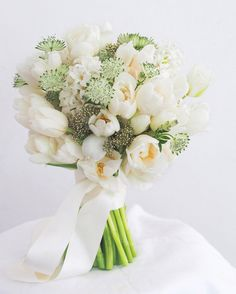 Ever wonder what the most-requested bridal bouquets are? Jo of Floral Magic weighs in and shares some of the most sought after styles. Hand Bouquet Wedding, White Wedding Bouquets, Wedding Flower Arrangements, Bride Bouquets, Flower Centerpieces, Bridesmaid Bouquet, Flower Decorations, Green Wedding, Wedding Dresses