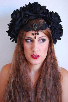 Resultado de imagen para corona de flores negra
