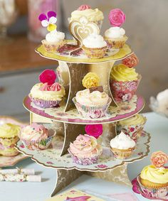 Truly Scrumptious Cake Stand Set #zulilyfinds | http://www.zulily.com/invite/jenns600