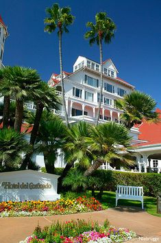 Hotel del Coronado, Coronado Island, San Diego, California Christine Brady: Vistas smack on the Pacific! Shops, dining or just an evening glass of wine with your incredible sunset! Wonderful Places, Great Places, Places To Go, Beautiful Places, Beautiful Buildings, Amazing Places, Coronado Island, Alaska, Hotel Del Coronado