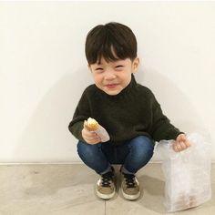 So adorable 😍 Little Babies, Little Ones, Cute Babies, Korean Babies, Asian Babies, Kids Boys, Baby Kids, Baby Boy, Ulzzang Kids