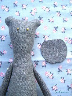 Paso a paso – Osos de tela – Peluches de tela – Comando Craft Handmade Stuffed Animals, Sewing Circles, Fabric Animals, Plush Pattern, Fabric Toys, Bear Doll, Felt Toys, Stuffed Animal Patterns, Baby Crafts
