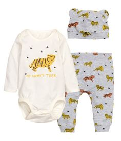 Natural white/tiger. CONSCIOUS. Three-piece set in soft, cotton-blend jersey. Long-sleeved bodysuit with lapped shoulders, printed motif at front, and snap