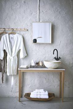 trend 2019 hotell spa badrum morgonrock kommod handfat Washroom, Beautiful Architecture, Beautiful Bathrooms, Double Vanity, Interior Design, Storage, Sauna, Heart, Future House