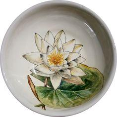 """""""Nenúfar"""". Cuenco de 20 cm. de diámetro torneado y decorado a mano. Técnica sobre cubierta/ barro refractario."""