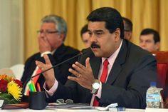 El Gobierno de Venezuela oficializó hoy un decreto en el que obliga a todas las empresas de alimentos y artículos de primera necesidad a vender la mitad de su producción a las autoridades para que estas las destinen al sistema público de distribución de alimentos conocidos como CLAP.</p>
