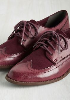 When you find flats as dapper as these burgundy Oxfords by BC Footwear, you don't let them go! Sport these vegan faux-leather lace ups with anything from a menswear-inspired ensemble to a retro dress, flaunting their suede-like top panels with every proudly posh step.