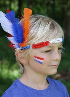 Met Band-It kun je ook een stoere hoofdband maken. Leuk voor het WK in rood-wit-blauw met veren! Kijk voor de gratis werkbeschrijving op CraftKitchen.nl.