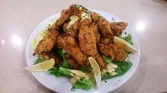 Alitas de pollo rebozadas en panko con ensalada verde