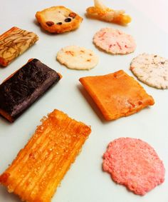 Japanese rice crackers : Photo by Hideki Tazawa Filipino Recipes, Indian Food Recipes, Japanese Rice Crackers, Cantonese Food, Asian Soup, Snack Recipes, Snacks, Steamed Buns, Food Stall
