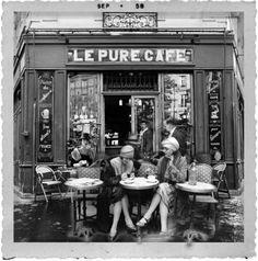 Vintage Cafe, Vintage Paris, Famous Photos, Old Photos, Café Theatre, Cafe Concert, Paris Black And White, Parisian Cafe, Cafe Art