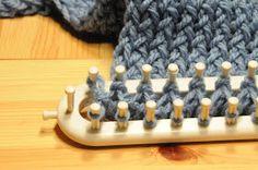 voici un tuto en images pour arrêter vos mailles du tricotin long    voilà votre ouvrage est arrivé a la bonne longueur   pour l'arrêt prene... Loom Knitting Stitches, Knifty Knitter, Loom Knitting Projects, Loom Crochet, Techniques Couture, Family Crafts, Rainbow Loom, Loom Weaving, Knitting Accessories