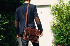 He encontrado este interesante anuncio de Etsy en https://www.etsy.com/es/listing/241826776/leather-messenger-bag-13-mens-briefcase
