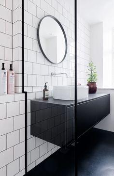 15 Awesome Black Floor Tiles Design Ideas For Modern Bathroom - lmolnar White Bathroom Tiles, Bathroom Flooring, Bathroom Faucets, Modern Bathroom, Small Bathroom, White Tiles, Bathroom Styling, Bathroom Interior Design, Lavatory Design