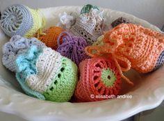 pouches pouches pouches | about crochet - with link to free pattern  ✿⊱╮Teresa Restegui http://www.pinterest.com/teretegui/✿⊱╮