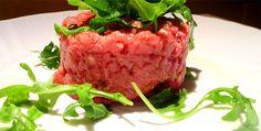 La tartare è una preparazione di origine francese, semplice e versatile. Sembra che l'origine del nome di questo piatto sia dovuto all'usanza dei tartari (tribù nomade dell'asia centrale) di mangiare carne cruda.