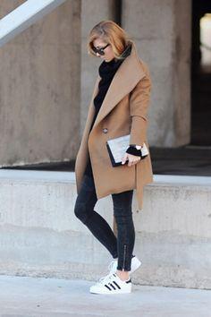 La prueba definitiva que en los días fríos no tienes que usar solo botas:   29 Looks ideales para las chicas que no quieren usar tacones