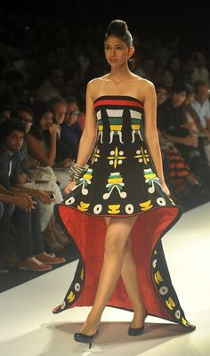 #India Runway #Fashion. Love the pattern!