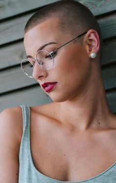 Today we have the most stylish 86 Cute Short Pixie Haircuts. Pixie haircut, of course, offers a lot of options for the hair of the ladies'… Continue Reading → Super Short Hair, Girl Short Hair, Short Hair Cuts, Short Hair Styles, Long Hair, Hairstyles With Glasses, Cool Hairstyles, Buzz Cut Women, Buzz Cuts