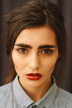 mildly glossy red lips // bushy eyebrows | Pretty Exquisite