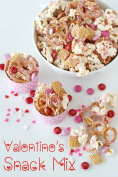 Valentine's Snack Mix - by Glorious Treats. Looks like just the thing for afternoon snack on Valentine's Day. This would also be great in other themed colors using M in team or holiday colors. A fun and tasty idea. Valentines Day Food, Valentine Treats, Holiday Treats, Holiday Recipes, Valentine Party, Walmart Valentines, Valentine Snack Mix Recipe, Valentine Cookie Recipes, Valentine Cupcakes