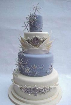 Gorgeous cake inspired by the movie Disney Frozen