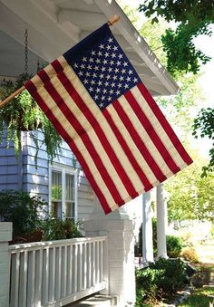 American Tea Stained House Flag - Tea stained flags are an easy way to make any new flag look vintage. A Lovely Journey, Displaying The American Flag, Independance Day, Evergreen Flags, American Houses, Thing 1, Tea Stains, Outdoor Flags, House Flags