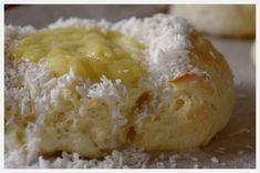 Denne oppskriften gir rett og slett fantastisk deilige boller. Kombinasjonen av masse smør, deilig fet helmelk, egg og sukker (jada, skal ...