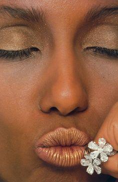 """Diamanten Fieber"", VOGUE. Germany, July 1982. Photographer: Albert Watson. Model: Iman"
