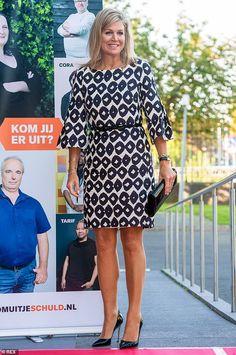 Queen Maxima arrives for the Kom uit je Schild (Get out of your debt) Congress at the Koninklijke Nederlandse Munt on 9 September 2019 in Utrecht, the Netherlands. Utrecht, Dutch Queen, Style Royal, Dutch Royalty, Royal Dresses, Queen Maxima, Royal Fashion, Women's Fashion, Wearing Black