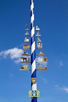 Bayerische Tradition - der #Maibaum, #Bayern #Bavaria