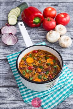 Leczo warzywne przepis   Dorota Kamińska Vegetarian Recipes, Cooking Recipes, Healthy Recipes, Tasty Dishes, I Love Food, Catering, Salads, Gluten Free, Lunch