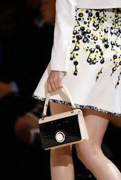 Giambattista Valli Spring 2015 Ready-to-Wear - Details - Gallery - Look 22 - Style.com