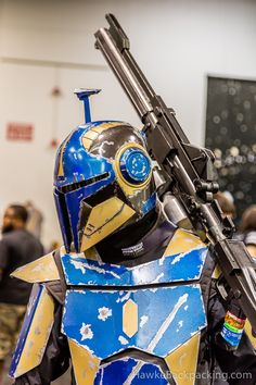 Star Wars Rpg, Star Wars Clone Wars, Mandolorian Armor, Mandalorian Costume, Star Wars Timeline, Star Wars Bounty Hunter, Star Wars Outfits, Star Wars Celebration, Star Wars Pictures