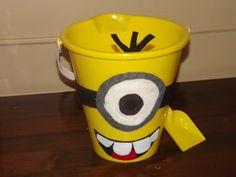 Hoyby Crafts: Despicable Me Minion Popcorn Bucket