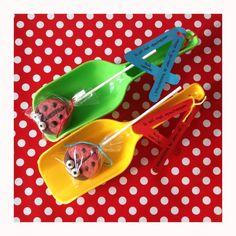 Traktatie 4 jaar - 'ik wil niet opscheppen maar ik ga naar de basisschool' - lieveheersbeestjes oreopops - idee van Laura's Bakery