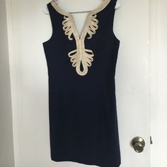 """Janice Lilly Pulitzer dress size 8 Like New Janice shift dress. Size 8 in navy and gold. Work once. Has been hemmed so from base of the armpit to base of the hem it is 25"""". Lilly Pulitzer Dresses"""