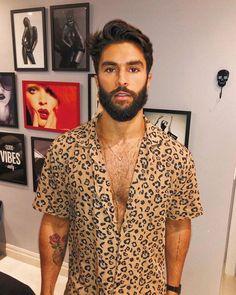 Animal print nos trends 2019 Tomboy Fashion, Streetwear Fashion, Mens Fashion, Fasion, Men Looks, Stylish Men, Men Casual, Animal Print Shirts, Animal Prints