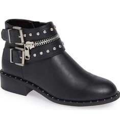 35 Everyday Shoes Every Girl Should Have shoes womenshoes footwear shoestrends 781022760363758435 High Heel Boots, Shoe Boots, High Heels, Pretty Shoes, Cute Shoes, Simple Shoes, Casual Shoes, Sports Footwear, Shoe Wardrobe