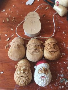 40 Stunning Rustic Christmas Decor Ideas And Makeover – 19 – Handwerk und Basteln Whittling Projects, Whittling Wood, Wood Projects, Christmas Design, Rustic Christmas, Christmas Crafts, Christmas Decorations, Holiday Decor, Wood Carving Designs