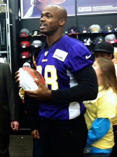 Adrian Peterson Minnesota Vikings 2012 community man of the year and one sexy beast Curtis Martin, Viking Pictures, Eric Dickerson, Earl Campbell, Viking Baby, Minnesota Vikings Football, Sports Stars, Athlete, Nfl