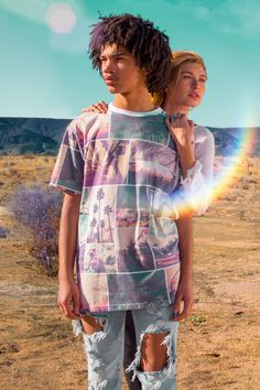 Coachella is calling! Get a taste of the California desert with this photographic t-shirt straight out of Indio. The full official H&M Loves Coachella collection is now out in the US! Shop globally 3/31. | H&M Loves Music