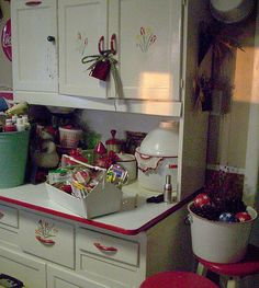 Not sure if this red and white to kitchen cabinet sweetie is a Scherrer, just what I was told. We KNOW it's not a Hoosier or Sellers. Kitchen Furniture, Retro Kitchen, Vintage House, Vintage Kitchen, Vintage Kitchen Cabinets, Shabby Chic Kitchen, Cabinet, Vintage Decor, Hoosier Cabinets