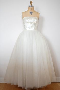 Vintage 1950s Wedding Dress
