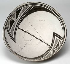 Mimbres Black-on-white (Style III) bowl, ca. Native American Pottery, Native American Art, Southwest Pottery, Native Design, Circular Pattern, Pottery Designs, Ranch, Pottery Painting, Bowl